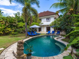 Villa Maya Legian - Spacious 3 Bedroom House in Legian Beach