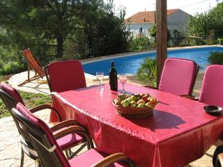Villa Minini Dvori, Nerezisca