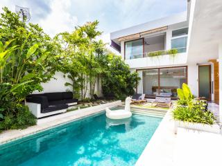 Modern 3 BR - near all the best restaurants & the beach!, Seminyak