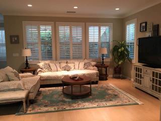 Beautiful Irvine 3b Family House with Yard
