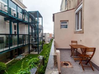 """A Back Street Nest"", Lisboa"