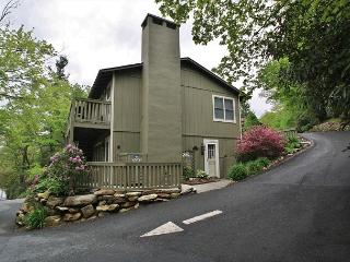 Village Green C1 is a great condo located on Main Street, Blowing Rock