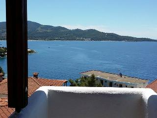 Apartment with balcony and sea views, Neos Marmaras