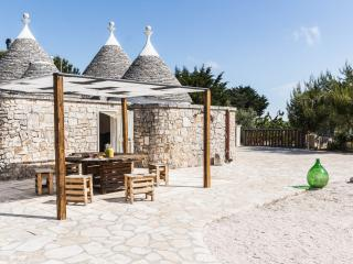 Trullo Tulou Private Typical Holiday Home, Locorotondo
