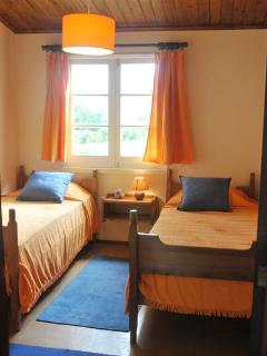 2 singles bedroom YELLOW