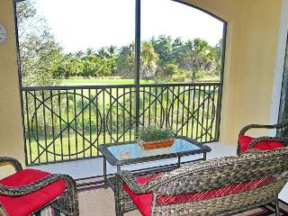 Deluxe condo in Naples golfing community just minutes from Marco Island
