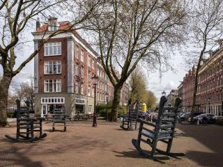 Stylish 2 Bedroom Apartment With Canal Views, Amsterdam