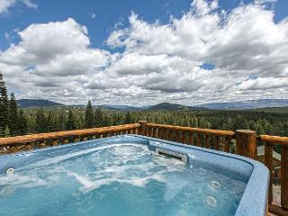 Rhineland - Amenity-Packed, Gorgeous 4 BR 3 Bath Home w/ Hot Tub & Views!!, Truckee