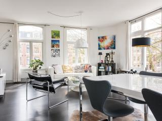 Stylish 2 Bedroom Apartment With Canal Views, Ámsterdam