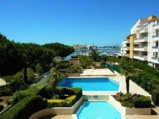 Lovely 2 Bed apartment + Terrace, Pool & Parking