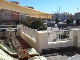 Superb 1 Bed Apartment + Terrace with Port Views
