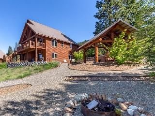 Remarkable 5BD Home Nr Suncadia|Hot Tub, Game Rm, Views!!