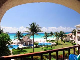 Xaman Ha - Beautiful beachfront 2 bd condo