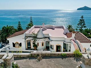 Villa in front of the beach front, Agios Georgios