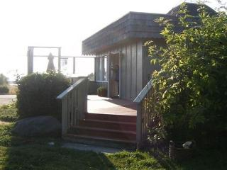 Sea Views, Sunsets, and Beaches in Oak Harbor – Perfect for Wildlife Sighting