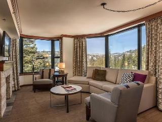 1BR Resort at Squaw Creek Corner Unit Wrap-Around Views Sleeps 4 King Suite, Olympic Valley