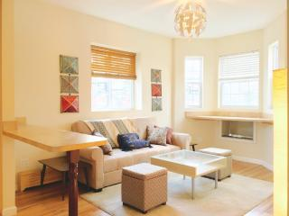 Furnished 3-Bedroom Townhouse at E 211th St & Carlisle Pl Bronx, South Byron