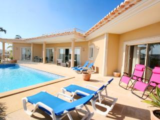 Villa Atlantico, luxury 4 bedroom villa sleeps 10, Private pool, Wi-Fi, A/C, Lagos