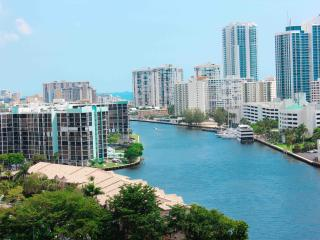 2 bedroom. Canal and ocean view, Hallandale Beach