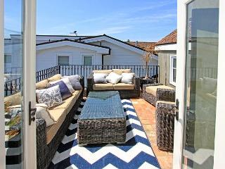 Corona Del Mar 2 Bedroom, 2 Bathroom Beach Rental With Gorgeous Water Views, Corona del Mar