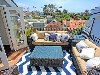 Corona Del Mar Beach Rental With Gorgeous Water Views With 1 Car Parking