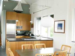 Fully furnished modern beach house with ocean views!, Half Moon Bay