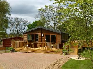 Woodys Lodge, 3 Bed Luxury Lodge with Hot Tub, Morpeth