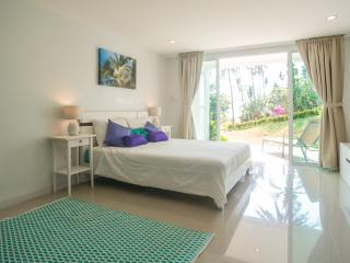 Coconut Bay garden studio, pool & private beach