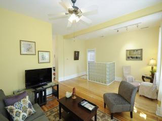 Furnished 2-Bedroom Apartment at N Honore St & N Elk Grove Ave Chicago