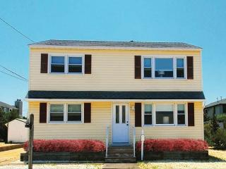 Newly Renovated: Two Bedroom Only Steps to the Bay, Beach Haven