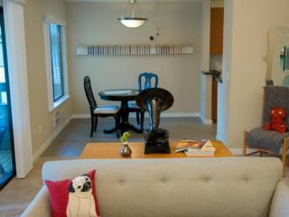 Bellevue Apartment With 2 Bedrooms and 2 Bathrooms - Nice and Bright