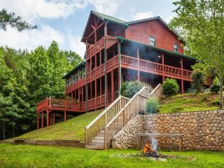 Carters Lake Lodge - Beautiful Custom Log Home, Ellijay