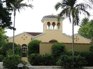 Private Luxury Home 2 Minute Walk to the Beach, Captiva Island