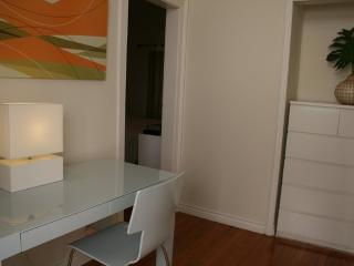 MODERN 1 BEDROOM 1 BATHROOM FURNISHED APARTMENT, Santa Monica