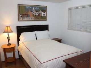 CHARMING AND BEAUTIFULLY FURNISHED 2 BEDROOM, 1 BATHROOM APARTMENT, Seattle