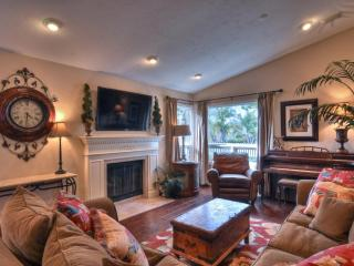 CAPTIVATING AND SPACIOUS 4 BEDROOM, 2 BATHROOM UNIT, Dana Point