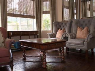 Elegant 3 Bedroom Apartment, Corona del Mar