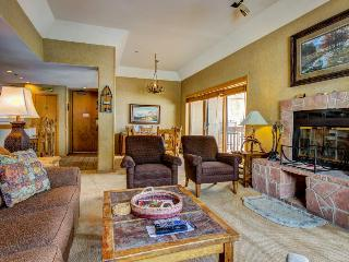 Skier's dream w/ski-in/out access, hot tub, pool, & more!, Durango