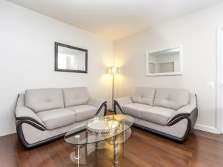 CHARMING AND FURNISHED 3 BEDROOM, 2 BATHROOM APARTMENT, Long Island City