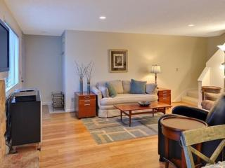 Furnished 2-Bedroom Condo at 5th Pl S & 2nd Ave S Kirkland