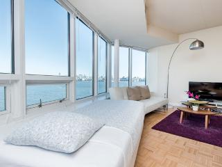 Well-Lit 2 Bedroom, 2 Bathroom Apartment in Jersey City - Spectacular City Views