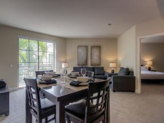 SPACIOUS AND BEAUTIFUL 2 BEDROOM 2 BATHROOM FURNISHED APARTMENT, Glendale