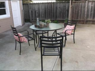 Furnished 2-Bedroom Home at 6th St & Taylor Ave Alameda