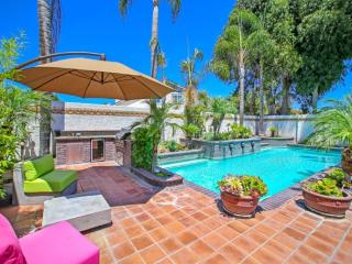 Luxurious 4 Bedroom Apartment w/ Spa and Pool, Garden Grove
