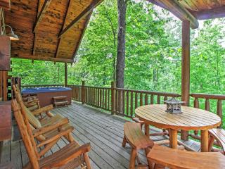 'Mountain Dreams' Tranquil 3BR Gatlinburg Cabin w/Wifi, Beautiful Mountain