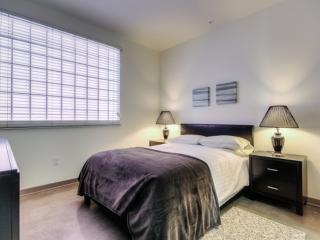 REMARKABLE FURNISHED 3 BEDROOM 2 BATHROOM APARTMENT, Glendale