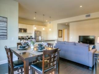 EXQUISITE  FURNISHED 2 BEDROOM 2.5 BATHROOM APARTMENT, Glendale