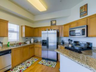 UPSCALE FURNISHED 2 BEDROOM 2 BATHROOM  APARTMENT, Los Angeles