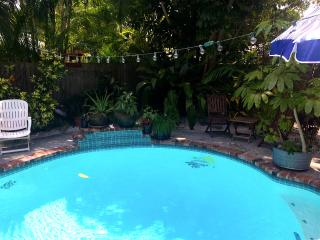Gull Reef Historic Hideaway Wifi Pool Sleeps 12, Saint Pete Beach