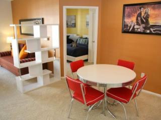 Furnished 2-Bedroom Apartment at Olympic Blvd & 11th St Santa Monica, Santa Mônica